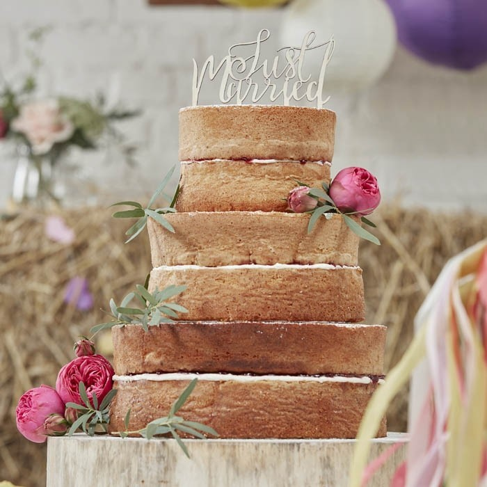 Cake Topper Just Married Aus Holz Beautifulbrideshop Eu